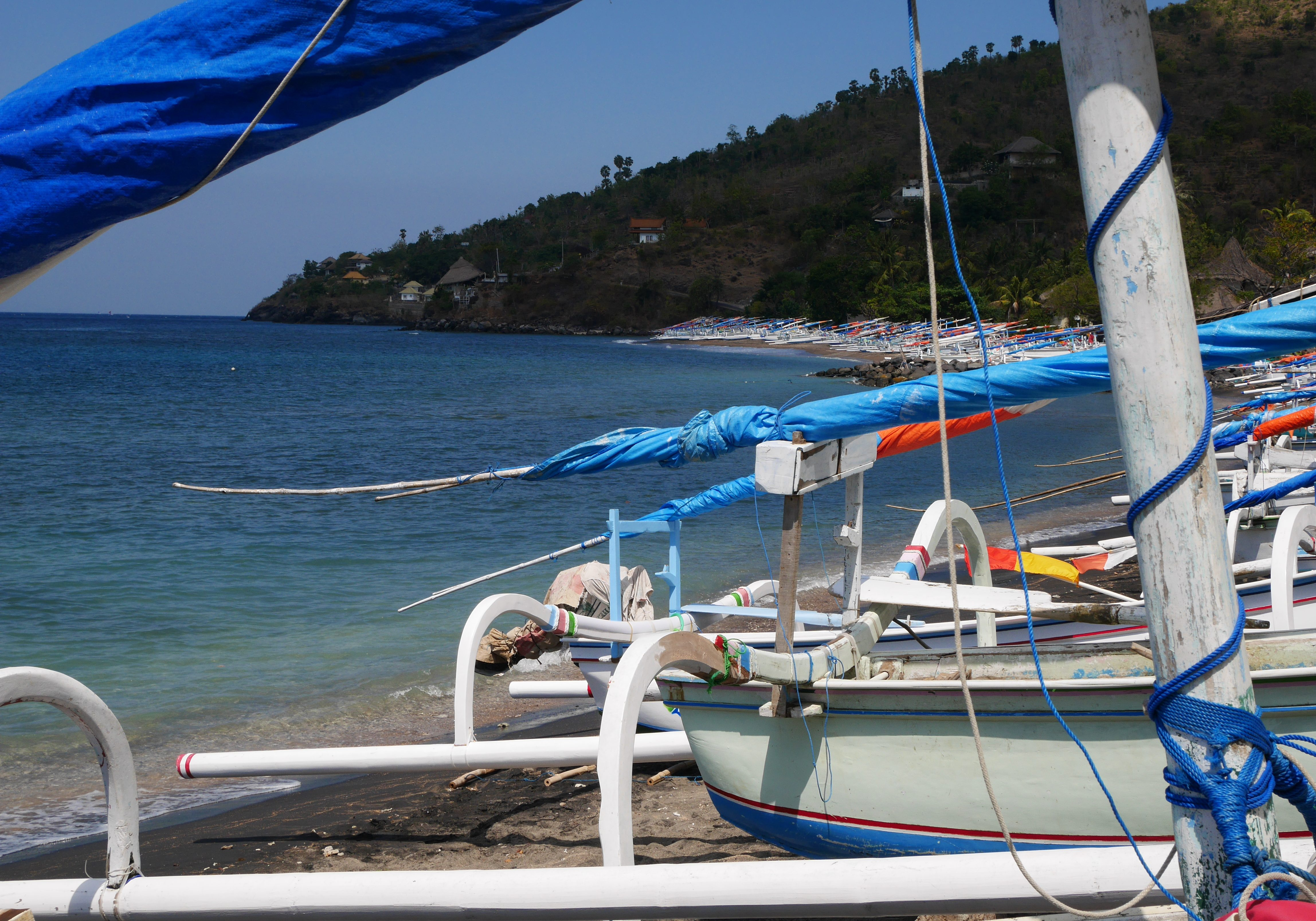 fishing boats in small bay on the way from Amed to Villa Celagi